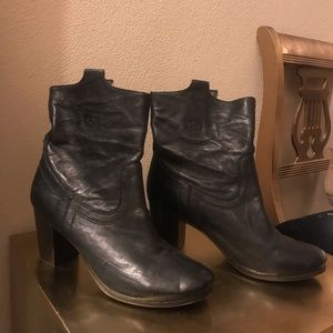Frye leather blk Carson Mid Heel Short boot Size 8
